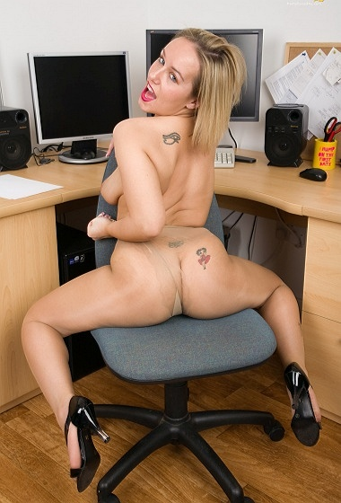 Ashley - Getting busy in the office
