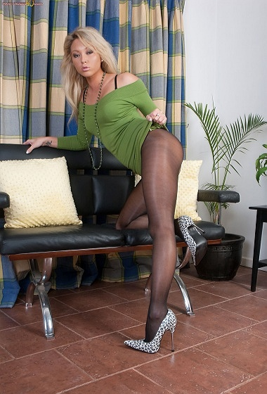 Natalia - Short skirt, pert ass!
