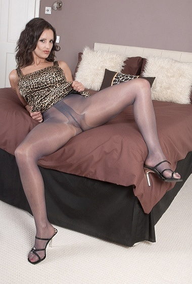 Valentina - Wild about pantyhose