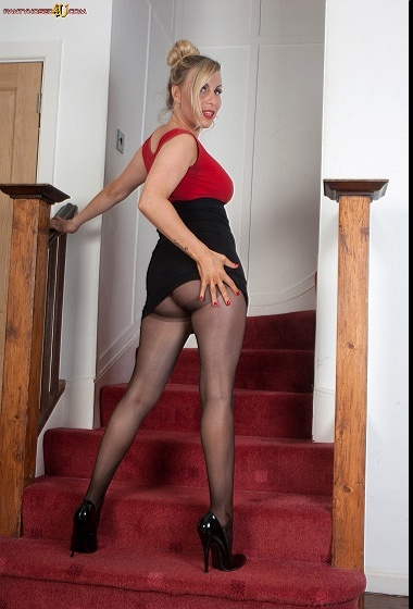 Saffy - Simple stairway tease!