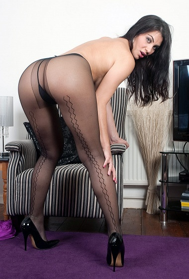 Roxy M - Seat of pantyhose pleasure!