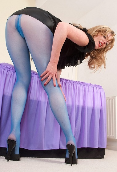 Holly - Silky camel toe seduction!
