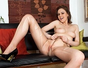 Wetting her pantyhose love