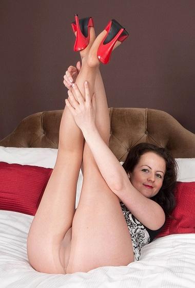 Tammie Tease - Sheer nylon naughtyness!