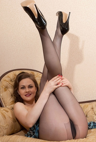 Tina Kay -  Pantyhosed playtime!