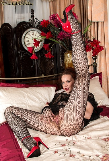 Mistique - Long and lacy...