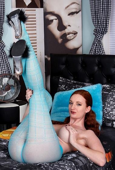 Zara DuRose - Turquoise tease!