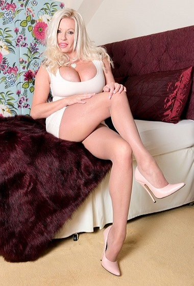 Michelle Thorne - Laid back for lust!